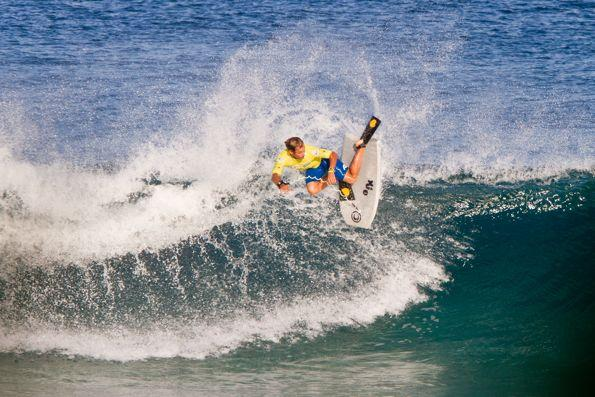 Sacha Specker, Dropknee forehand snap at Pipeline